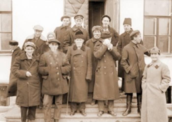 Комиссия по вскрытию святых мощей в Богоявленском соборе города Екатеринбурга. 1919 год.