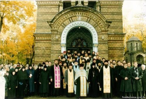 Рижскоградское духовенство и монашествующие, собравшиеся для молитвенного поминовения митрополита Сергия (Воскресенского)