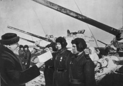 Передача танков. Митрополит Николай (Ярушевич) напутствует воинов